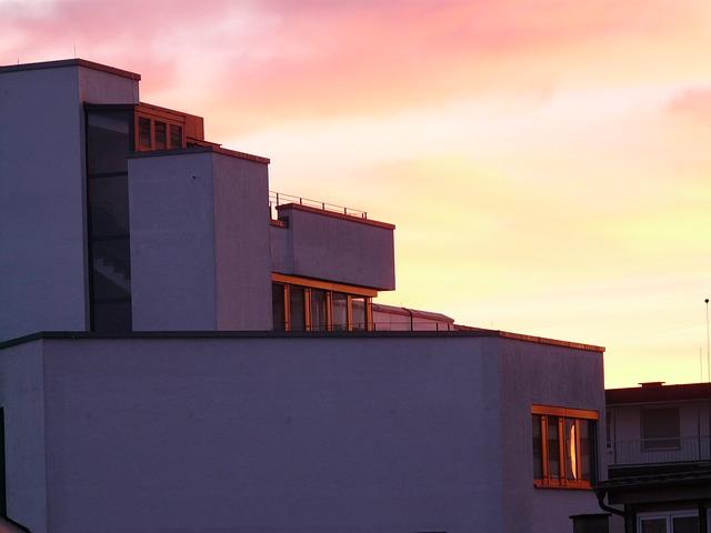 západ slunce za domem