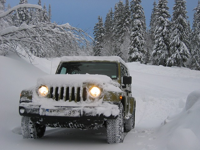 auto džíp sníh