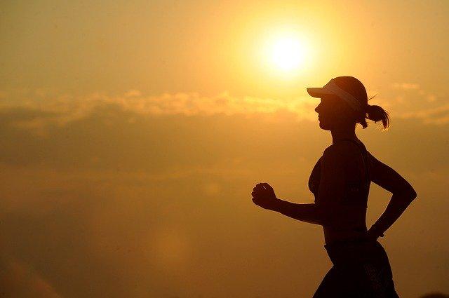 žena při joggingu