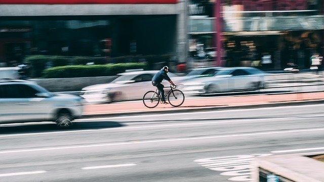 jízda na kole ve městě