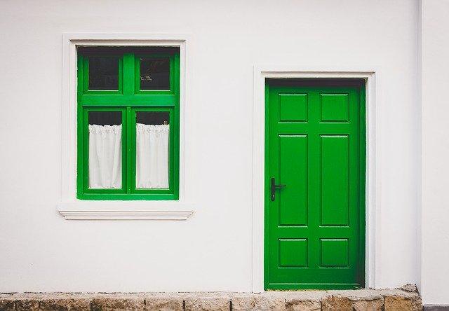 zelené plastové dveře